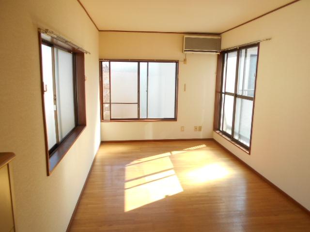 カナコーハイム 205号室のリビング