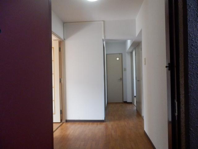 ツインプラザA 302号室の玄関