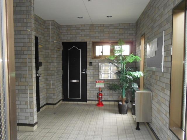 COMODO藤城C 02020号室の玄関