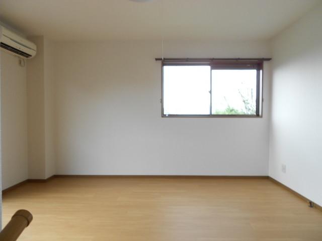 COMODO藤城C 02020号室のリビング