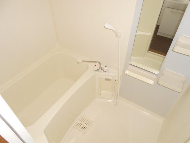 COMODO藤城C 02020号室の風呂