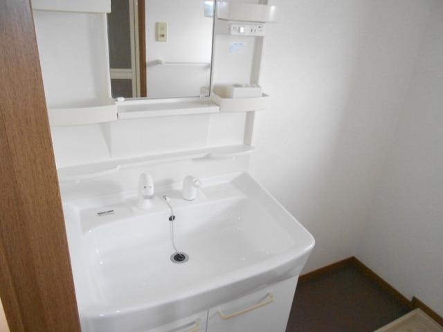 COMODO藤城C 02020号室の洗面所