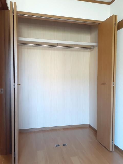 ウ゛ィオラ・トリコロル 01030号室の収納