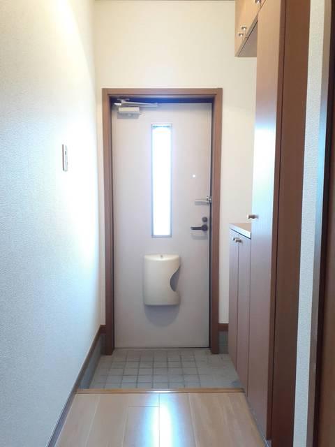 ウ゛ィオラ・トリコロル 01030号室の玄関