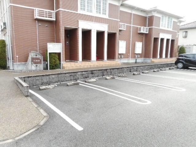 ジュネスⅡ 02040号室の駐車場