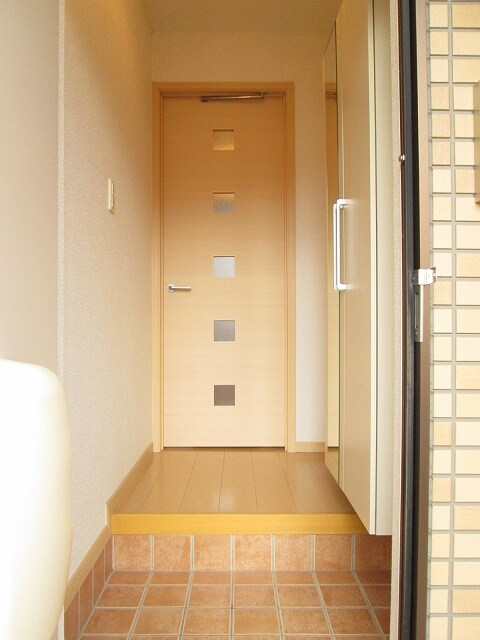 ベル・フルールA 01010号室の玄関