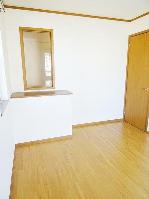 プラムコート 02010号室の居室