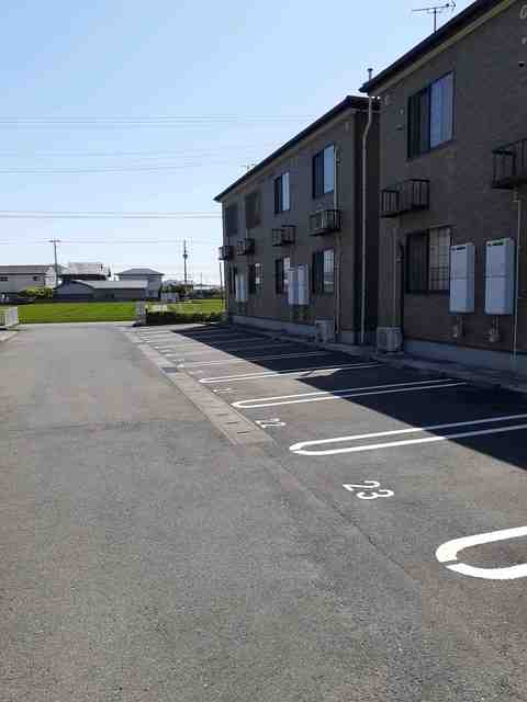 プラシードB 01010号室の駐車場