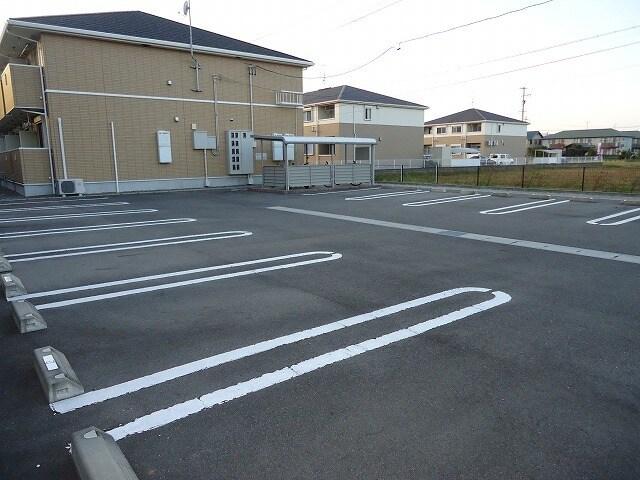 アイリス 02010号室の駐車場