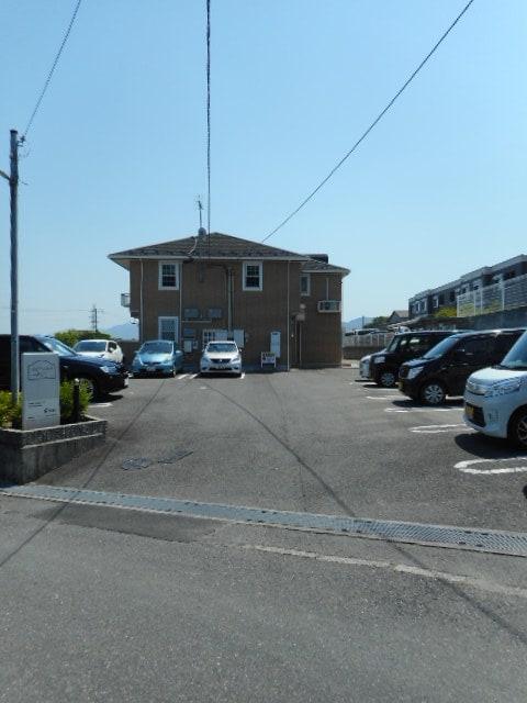 ルミエ-ルⅠ 02040号室の駐車場