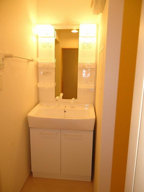 ルミエ-ルⅠ 02040号室の洗面所