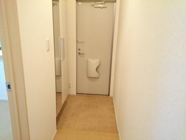 レオネッサ鴻池 02040号室のリビング