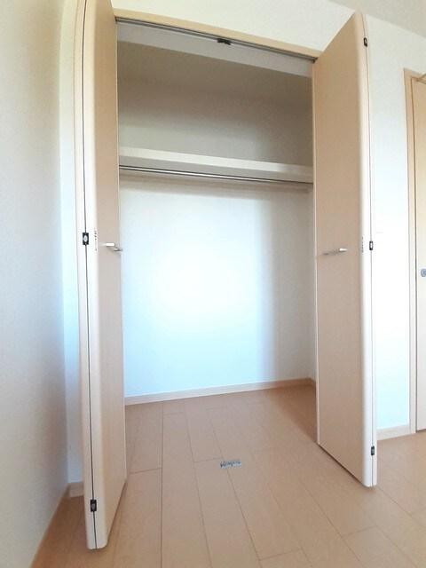 グラース・ジェルメ B棟 01020号室の収納