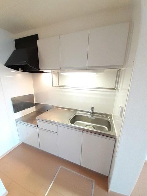 グラース・ジェルメ B棟 01020号室のキッチン