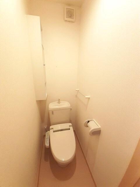 グラース・ジェルメ B棟 01020号室のトイレ