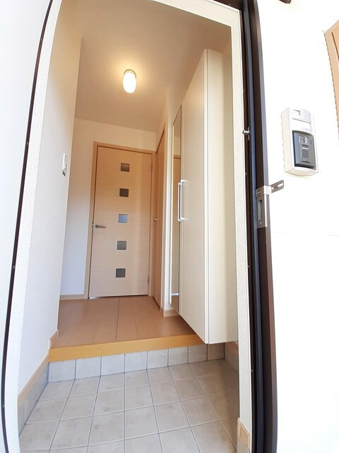 グラース・ジェルメ B棟 01020号室の玄関