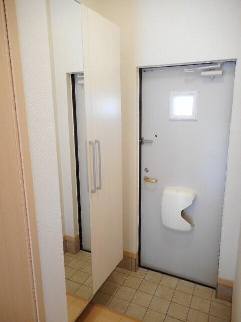 オネスト 01010号室の玄関