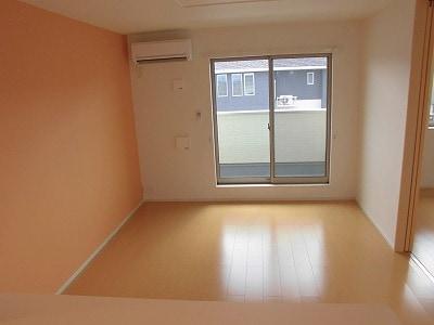 ペルマネンテB 02010号室のリビング