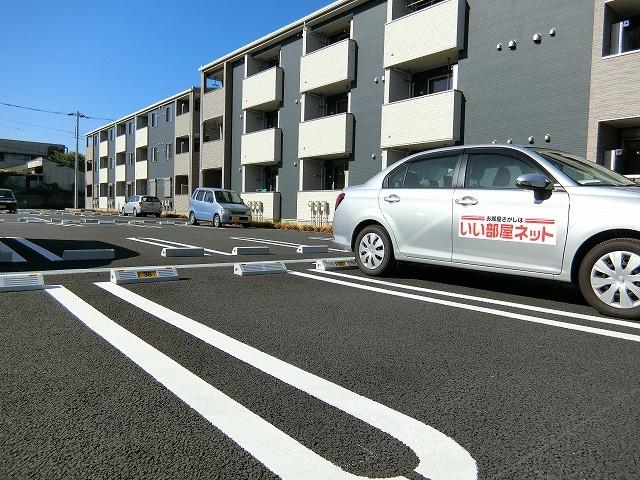 ラフレシールB 02010号室の駐車場