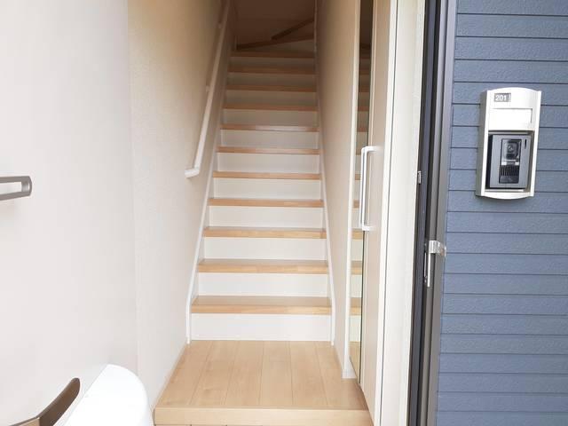 ラフレシールB 02010号室の玄関