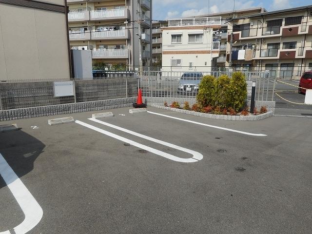 サニーテラス 01020号室の駐車場