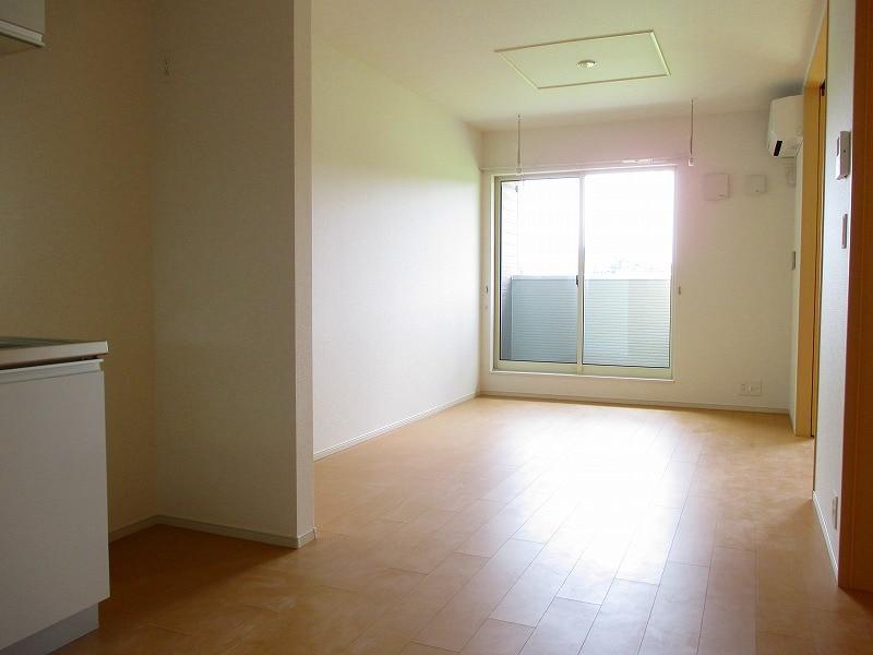 メゾン ラフレ 02030号室のリビング