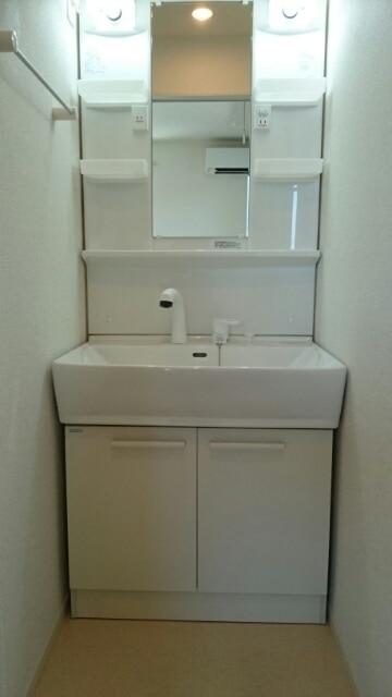 サンフェリーチェB 03020号室の洗面所