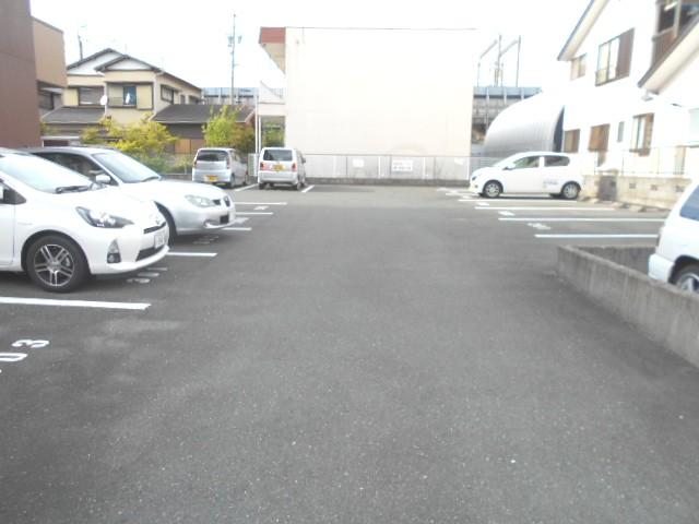 サンテラス植松 103号室の駐車場