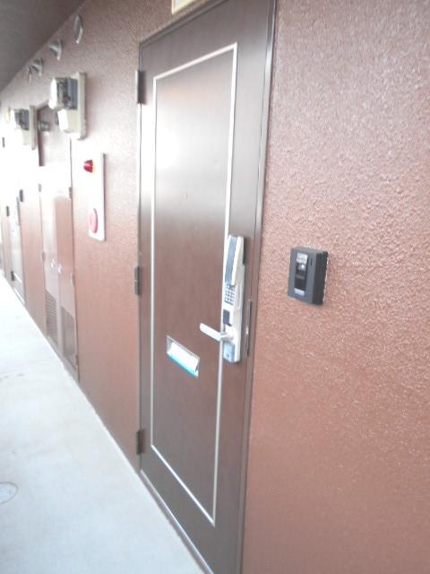 サンテラス植松 103号室の玄関