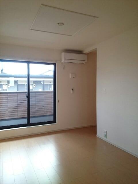 サン・ユウキ旭ヶ丘 02020号室のリビング