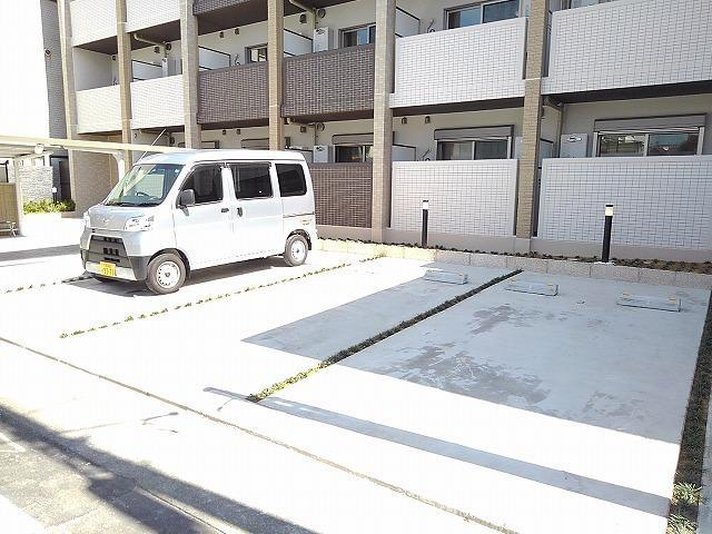 Casa Sereno 室町 03050号室の駐車場