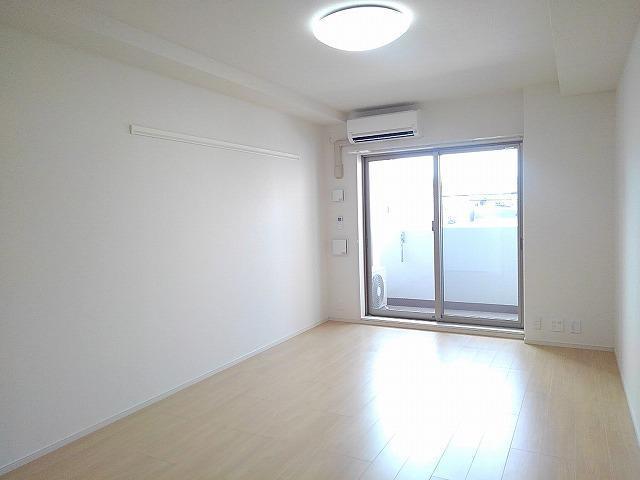 Casa Sereno 室町 03050号室のリビング