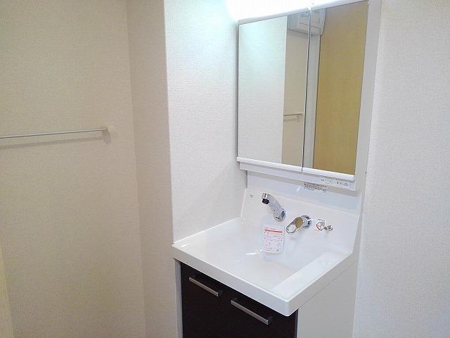 Casa Sereno 室町 03050号室の洗面所