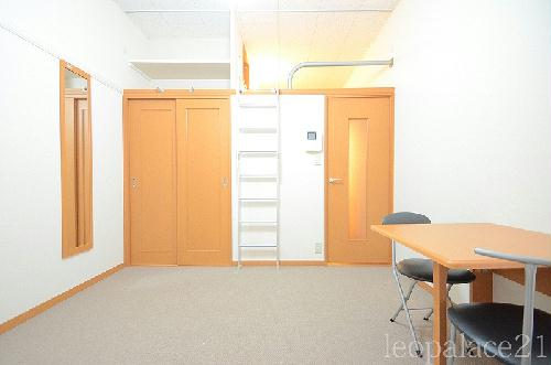 レオパレスパークコンフォール21 106号室のリビング
