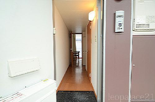 レオパレスパークコンフォール21 106号室の玄関