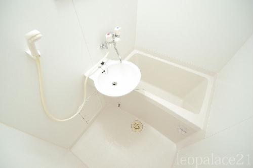 レオパレスパークコンフォール21 106号室の風呂