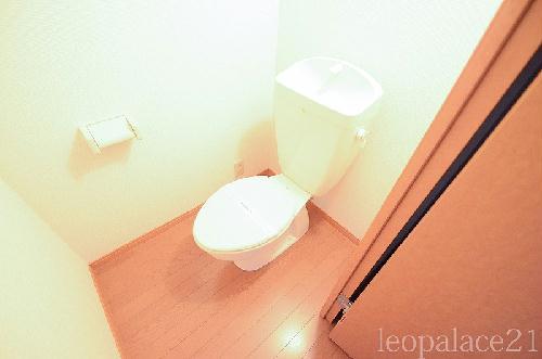 レオパレスパークコンフォール21 106号室のトイレ