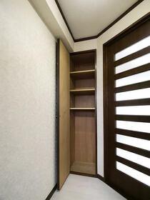 ダイナコート六本松2 802号室の玄関