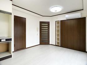 ダイナコート六本松2 802号室の居室