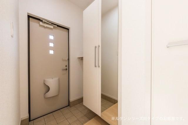 トムトック Ⅴ 01020号室の玄関