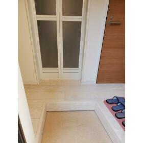 ヴィレッタ白楽 101号室の玄関