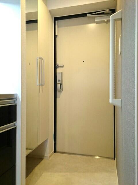 ロアシス 01020号室の玄関