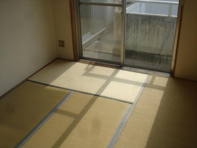 湘南ハイム 102号室のリビング