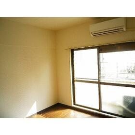 アデーラ 0202号室のリビング
