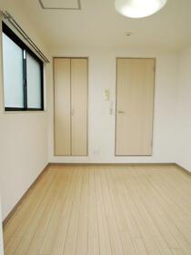 エスト横浜 00502号室の玄関