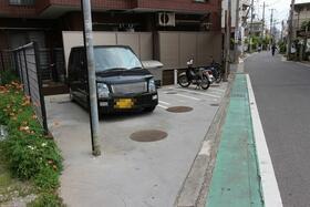 ジュネパレス松戸第29 302号室の駐車場