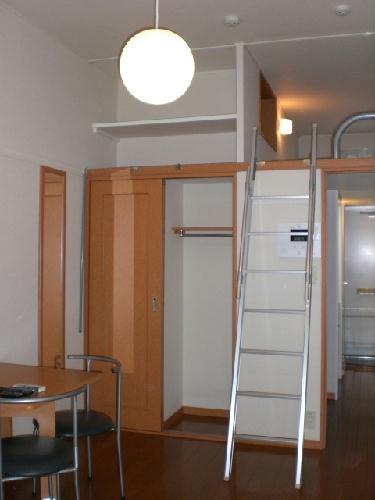 レオパレスソレーユ 103号室のリビング