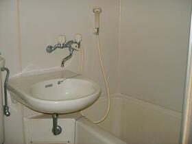 リーベ田浦 202号室の風呂