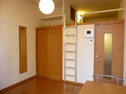レオパレスケレス 101号室の収納