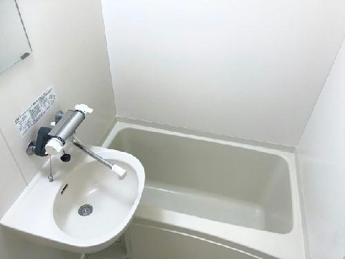 レオパレスアコール 201号室のトイレ